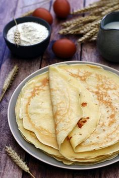 for a dozen light crepes, variable according to their diameter and thickness . Ww Desserts, Dessert Recipes, Tapioca Crepes, Canned Zucchini, Yogurt Pancakes, Waffles, Natural Yogurt, Crepe Recipes, Healthy Breakfast Recipes