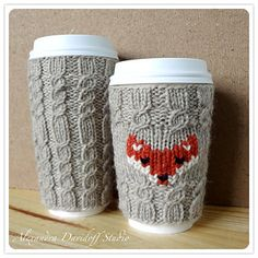 Little fox face on your mug cozy? Who could resist that! It will keep your drink warm and trendy. Handmade with 100% virgin wool in a seamless cable pattern designed to hug tight your standard Venti (20oz cup), or Grande (16oz) cup *