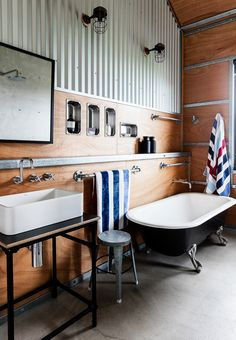 Industrial-style bathroom from shed converted into a holiday house on the NSW South Coast. Industrial Sheds, Industrial Style, Industrial Homes, Industrial Kitchens, Vintage Industrial, Cool Sheds, Rue Verte, Shed Homes, Tiny Homes