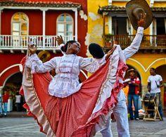 La cumbia es una mezcla de la música colombiana y Africano nativo español.Bandas Porro son una forma entusiasta de la música de bande grande que vino de Sucre, Córdoba y Sabana de Bolívar.Bambuco es una forma indígena de la música con influencia europea, a veces conocida como Música del interior. Bambuco se dice que se originó a partir de los indios muiscas debido a su triste y lento ritmo.Vallenato no es un ritmo. Es un género. Se compone de cuatro ritmos Son, Puya, Merengue y Paseo.