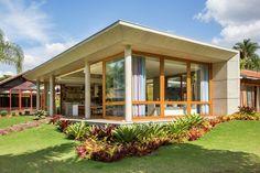 Casa ELJR / Skylab Arquitetos Exterior Color Combinations, Exterior Colors, Cottage Design, House Design, Home Additions, Tropical Houses, Mid Century Modern Design, Interior Exterior, Future House