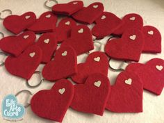 EllyArtecuore: Un pensiero di ringraziamento Easy Felt Crafts, Diy And Crafts, Crafts For Kids, Paper Crafts, Valentines Day Decorations, Valentine Crafts, Teachers Day Gifts, Felt Embroidery, Spring Activities