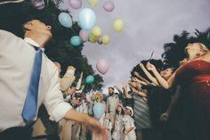 ♥♥♥  Casamento real DIY da Pri e do Doug Um casamento real DIY todinho perfeito, feito ao ar livre. Daquelas inspirações que a gente salva e guarda no coração. Noivos lindos e história perfeita! http://www.casareumbarato.com.br/casamento-real-diy-da-pri-e-do-doug/