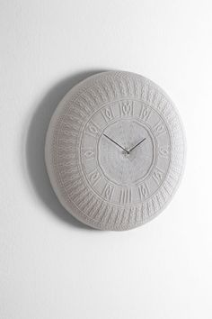 Knitted Gomitolo wall clock by Diamantini and Domeniconi