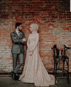 Are you getting married this year and looking for an elegant hijabi wedding dress. Then keep reading to find your dream Muslim wedding dress photo. There are also lots of inspiration for Islamic wedding dresses…Read Muslim Wedding Gown, Hijabi Wedding, Arabic Wedding Dresses, Muslimah Wedding Dress, Arab Wedding, Muslim Brides, Wedding Dresses Photos, Pakistani Wedding Dresses, Muslim Couples