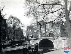 Amsterdam, hoek van Brouwersgracht en Prinsengracht, gezien in zuidwestelijke richting naar de Noorderkerk in 1940 - Foto SERC