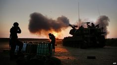 Israeli soldiers fire artillery towards the Gaza Strip from their position near Israel's border - 21 July 2014