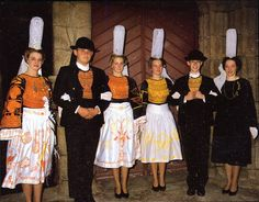 FolkCostume: Overview of the Costumes and Embroidery of Breizh, Brittany or Bretagne Folk Clothing, Historical Clothing, Caucasian Race, Celtic, Pinafore Apron, Unique Costumes, Folk Dance, Folk Costume, Dance Costumes