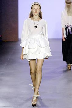 See the complete Erin Fetherston Spring 2007 Ready-to-Wear collection.