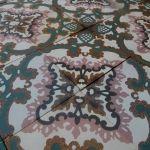 Groen met roze, zeldzame kleurencombinatie in antieke tegels