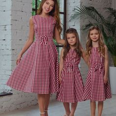 Family matching mother and kids little girls summer casual red gingham dress de verano para mujeres mayores de 40 casual Mother Daughter Matching Outfits, Mother Daughter Fashion, Mommy And Me Outfits, Matching Family Outfits, Kids Outfits, Matching Clothes, Mom Daughter, Summer Outfits, Gingham Dress