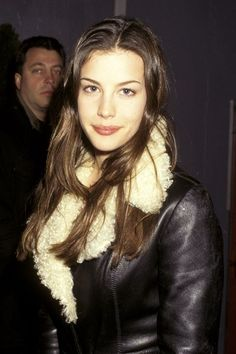 In 1994 Liv Tyler's natural makeup look was the look of the year. Liv Tyler Style, Liv Tyler 90s, Arwen, Tyler Young, Hip Hop, Vanessa Williams, Style Grunge, 90s Style, Celebs