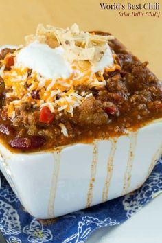 The World's Best Chili recipe is loaded with beef, bacon, and just the right amount of spices. It's the perfect comfort food for a cold winter day or for a tailgate party while watching the big game. via comfort food World's Best Chili Beef Chili Recipe, Chilli Recipes, Mexican Food Recipes, Beef Recipes, Snack Recipes, Cooking Recipes, Cooking Chili, Chili Recipe Crockpot Best, Flavorful Chili Recipe