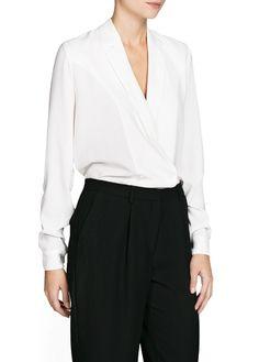 Blusa crepé estilo tuxedo