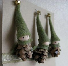 The tiny bells on the top of the festive green caps of these DIY Christmas decorations make these precious pine cone crafts even more Pine Cone Crafts to Add a Seasonal Touch to Your Home .Etsy の 2 Tiny Pine Cone Elves set of 3 ornament Noel Christmas, Christmas Projects, Winter Christmas, Holiday Crafts, Christmas Ornaments, Pinecone Ornaments, Homemade Christmas, Rustic Christmas, Reindeer Christmas