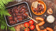 Do plavkové sezony už letos stejně zhubnout nestíháme, tak proč si čas od času trochu nedopřát? Až ochutnáte jednoduché, ale naprosto dokonalé buřty na pivu, na veškeré diety stejně vmžiku zapomenete. Churro, Top 5, Pot Roast, Sausage, Beans, Food And Drink, Dinner, Vegetables, Cooking