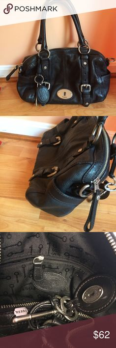 """Large Fossil leather bag Pretty black leather handbag with 2 side pockets and 3 inside pockets. Exterior on great condition, interior just had a small amount of pilling. 13 x 10 x 3 3/4"""" with an 8"""" strap drop. I'm one to questions and offers!😊 Fossil Bags Satchels"""
