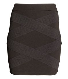 Update your look with our short skirt selection. Take the pencil skirt from ladylike to modern business, by adding a t-shirt and fresh sneakers. Rock, Short Skirts, Beauty, Ladies Skirts, Lady, Clothes, Fashion, Woman, Outfits