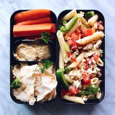 Vegan Greek pasta salad, hummus and pita this recipe is from my first vegan lunch ideas video and still one of my favourite lunches ✨! New video going up tonight! Make sure you're subscribed so you can see it right away! #pasta #bentobox #govegan