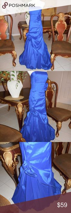 Jessica McClintock Strapless Royal Blue Formal EUC For your consideration a beautiful strapless Royal Blue Formal.  Bust 30, Waist 28 Very flowing and full at bottom.  Be the bell of the ball. Jessica McClintock Dresses Strapless