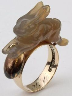 10K Yellow Gold Ring. Carved Bunny Rabbit