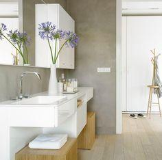 Home inspiration. badezimmer wasserfeste farbe grau weiße hochglanz badmöbel