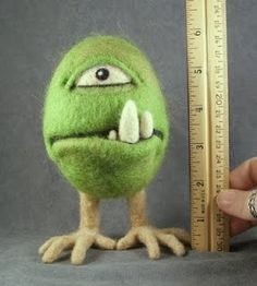 Needle felted cyclops by Dawn Schiller via Idyll Pleasures Ruminations Needle Felted Animals, Felt Animals, Needle Felting Tutorials, Clay Tutorials, Felt Finger Puppets, Softie Pattern, 3d Figures, Felt Decorations, Nuno Felting