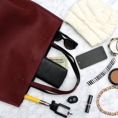 What's in your bag? #tote #fashion #selfiestick #lipstick #gojane