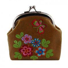 """Die kleine Geldbörse """"Garden"""" in Braun ist dein smarter Begleiter durch den Tag. Vom kanadischen Label Lavishy clever und wunderschön designed fällt es durch seine schönen Stickereien auf."""