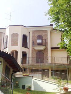Prignano s/s, in zona centrale, villa abbinata di nuova costruzione