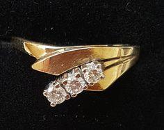Trilogy Diamond 3 Stone Ring in 14ct Yellow Gold Unusual Setting Brilliant Cut Diamonds