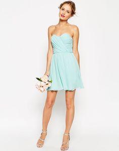 a720c21f5 Tips para elegir vestidos de graduación que puedas volver a usar para  bodas