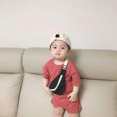 Cerita dari Jung Jaehyun, seorang suami sekaligus seorang ayah       … #fiksipenggemar # Fiksi penggemar # amreading # books # wattpad Cute Asian Babies, Korean Babies, Asian Kids, Cute Little Baby, Little Babies, Baby Kids, Baby Boy, Cute Baby Pictures, Baby Photos
