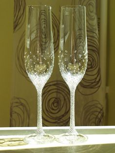 Pesronalized Champagne Wedding Flutes, Set of 2, Wedding glasses, Bride and… In Stock • $48
