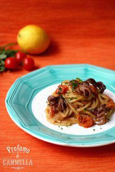 Spaghetti quadrati con moscardini e salsa di pane alle acciughe e limoni