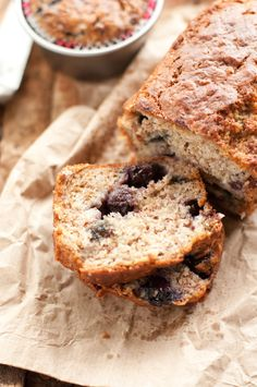 Banana & Blueberry Bread – Kayla Itsines 3 large bananas roughly mashed ⅓ cup of blueberries 6 eggs 1 tbs pure maple syrup ¼ cup of coconut oil 1 tsp of ground cinnamon 1 tsp ground nutmeg 2 tsp of baking powder 2 tsp of vanilla extract ½ cup of coconut flour  ¼ cup of flaxseed