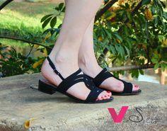 c95fe2ec7 Essa sandália Via Salto é em couro e tem um desenho deslumbrante!  Disponível do 34 ao Whatsapp 19
