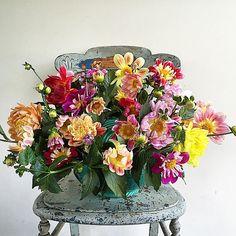 Adventures in floral foam #love #sydney #summer #floral #fullbloom #flower #flowers #bright #colour #beautiful #dahlia #floristry #floristrystudent #sydneyflowermarket #happy #wednesday #vintage #vintageceramic #vintageflowers #vintagehome #wedding #vintagewedding #rustic #rusticwedding #countrystyle #countrywedding #gardenwedding #weddinginspiration #weddingflowers #weddingstyling by yourvintagewedding