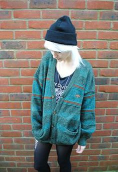 Band Tee X Grandad Sweater X Beanie ( reminds me of dcTalk. Grunge Style, 90s Grunge, Soft Grunge, Grunge Look, Grunge Outfits, Grunge Fashion, Tokyo Street Fashion, Alternative Outfits, Alternative Fashion