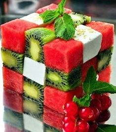 Wouldn't you love to get a fruit salad that looks like this? This Rubik's Cube is made out of watermelon, kiwi, and feta. It's easy...