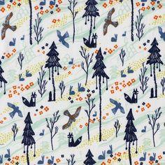 Tela 100% algodón de primera calidad de Cotton and Steel (USA). Bosque con un aire japonés. En tonos azules y naranjas, aves, zorros y conesjos en un bello paisaje de pinos.  Ancho 110 cm. El patrón se repite cada 13x20,5 cm. El pequeño zorro mide 2 cm de alto.  Es ligera, ideal para patchwork, confección, decoración y otros proyectos de costura.  #telapatchwork #telasbonitas #telasinfantiles #telascostura #telajaponesa #cottonandsteelfabric #kamakurainnatural #tokyotrainride #telaanimales