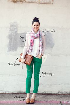 I love green jeans. I have been oggling various pairs for weeks. I might just have to give in to temptation. Check out the look from Kendi Everyday! Colored Pants, Colored Denim, Green Jeans Outfit, Green Outfits, Summer Outfits, Kelly Green Pants, Green Skinny Jeans, Green Skinnies, Skinny Pants