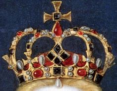 The crown worn by Elizabeth I in her coronation portrait. Anne Boleyn was the only queen consort in history to be crowned with the Crown of St. Edward, like a monarch in her own right. But Anne felt it was too heavy to wear through the entire ceremony, so Henry had a lighter, more delicate crown made for her to wear during the celebrations. This may be Anne's crown. (None of the original royal jewels from the Tudor era survive intact. They were all melted down in the English civil wars.)