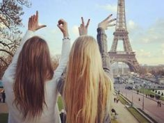 7 Ways to Maintain a Long Distance Friendship @cristlindsay can we please have this picture when we go over there!?!?!?