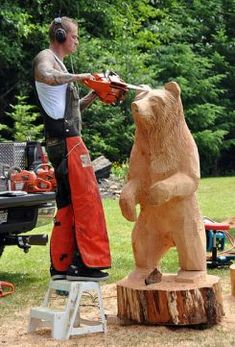 in park art in park Chainsaw Wood Carving, Wood Carving Art, Wood Art, Wood Carvings, Chain Saw Art, Tree Carving, Wood Carving Patterns, Park Art, Art Carved
