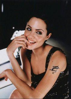 Angelina Jolie Young, Angelina Jolie Photos, Jolie Pitt, Penelope Cruz, Great Women, Famous Women, Famous People, Women In History, Brad Pitt