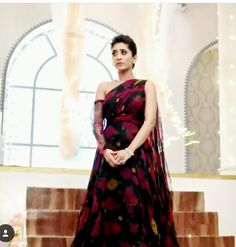 Simple Gown Design, Hairstyles For Gowns, Nice Dresses, Casual Dresses, Indian Actress Pics, Gown Party Wear, Kaira Yrkkh, Simple Gowns, Long Gown Dress