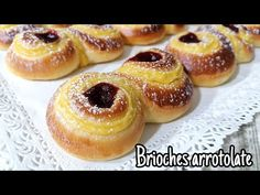 Válcované briošky s krémem a džemem - snadný recept - YouTube Croissants, Cookie Recipes, Dessert Recipes, Sweet Buns, Biscotti, Diy Food, Doughnut, Deserts, Good Food