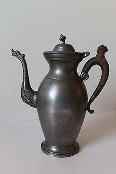 Alte Kanne mit Deckel Metall schwer Holzgriff Vase Krug Amphore