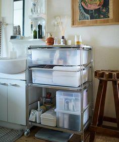 じぶんで編集する、コンパクトな団地くらし。 | MUJI SUPPORT 事例集 | 無印良品 Interior Concept, Interior Design, Muji Home, Modern Chandelier, Dorm, Shelves, Kitchen, House, Inspiration